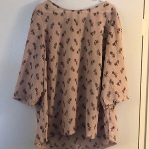 Size 2X light pink blouse.